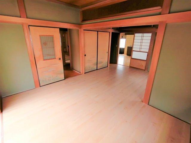 床はお掃除のしやすいフローリングです。