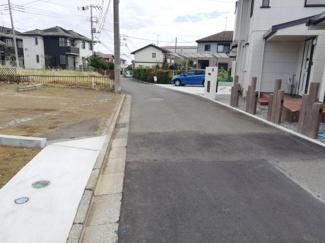 前面道路も広く通行量も多くないので駐車はストレスフリーです。