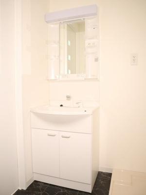 綺麗な独立洗面台です!!