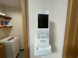 3階にもインターフォンモニターがあります。