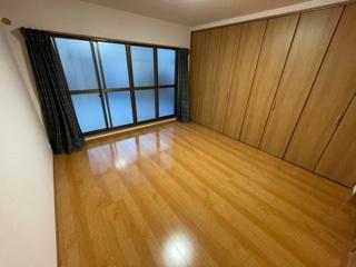 大きな収納のついたきれいな洋室です。