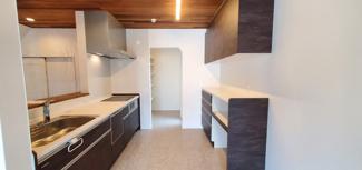 ゆったりとしたスペースのキッチンです