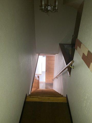 【階段】手すり付きなので安全に上り下りできます