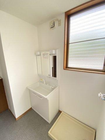 【洗面所】使いやすい独立洗面台です