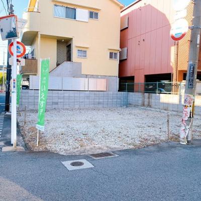 前面道路も広々ございますので、プランによってお車の止める位置などもご自由に設計頂けます。