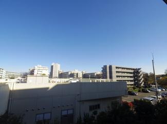 3階とはいえ眺望はご覧の通り青く澄み渡った空を実感できます。