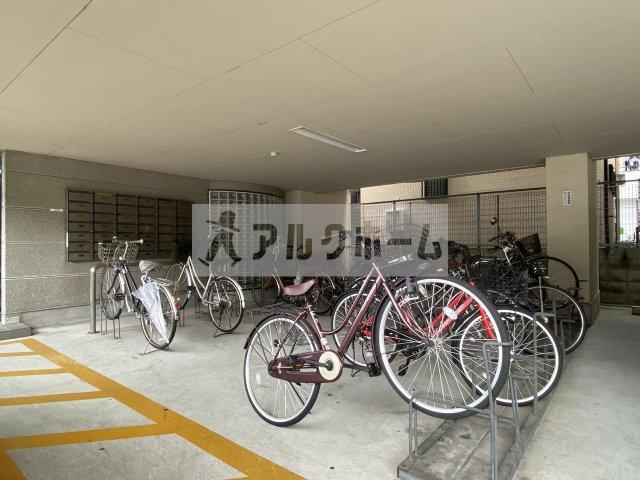 コートハウス中野 自転車置き場