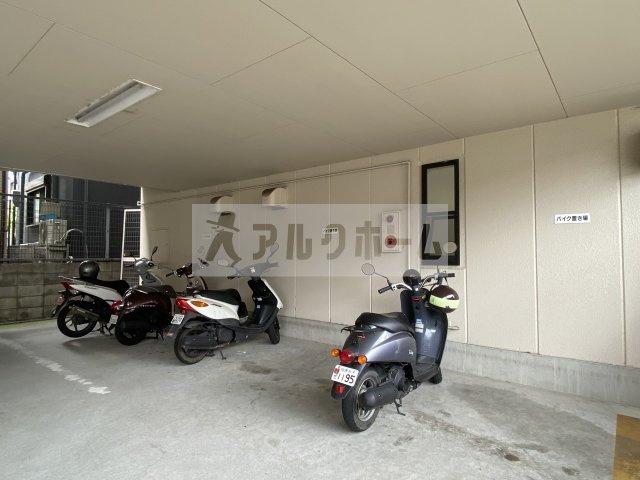 コートハウス中野 バイク置き場