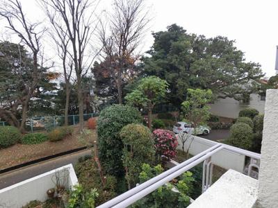 2階部分からの眺望です。 緑が多くリラックスできる景色です♪