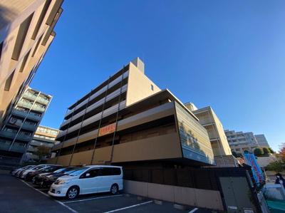 グリーンライン「北山田」駅より徒歩3分!ワンちゃんまたは猫ちゃんと暮らせる6階建ての新築マンション♪新しいお部屋に住みたい方にオススメ☆
