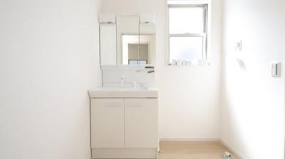 独立洗面台、朝の身支度には欠かせません 三郷新築ナビで検索