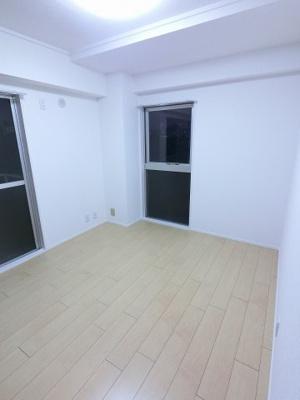 5.6帖の洋室も明るい2面採光です。 子供部屋やワークスペースとしても活用できます。