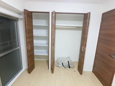 5.8帖のクローゼットです。 収納力がありお部屋を広く使えます。