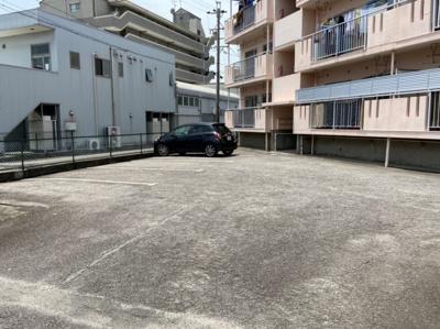 車をお持ちの方に嬉しい駐車場付きの物件です 【COCO SMILE ココスマイル】