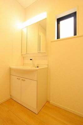 独立洗面台で身支度をすべて済ませてしまいましょう:建物完成しました♪♪毎週末オープンハウス開催♪八潮新築ナビで検索♪