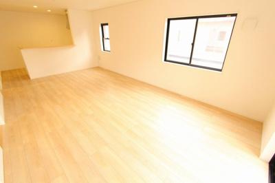 ゆったり過ごせる居間です:建物完成しました♪♪毎週末オープンハウス開催♪八潮新築ナビで検索♪