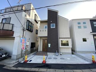JR総武・中央緩行線「本八幡」駅バス10分貝塚入口停歩8分の全3棟の新築一戸建てです。