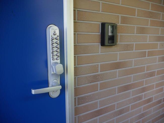 ボタン錠玄関