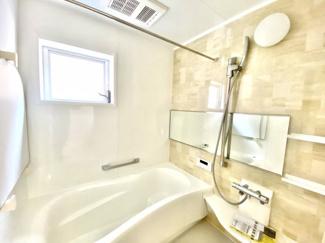 クリーミーで柔らかい印象のあるバスルームで、毎日の仕事や家事・育児で消耗した体と疲れをスッキリとリフレッシュ!風呂は命の洗濯でもあります!