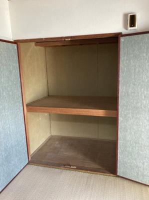 収納スペース豊富な居室です。