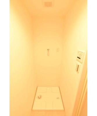 室内洗濯機置き場は防水パン付きで便利です。