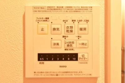 雨の日にも洗濯が可能な、浴室換気乾燥暖房機が備え付けです。