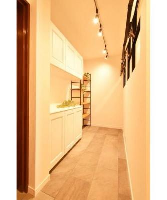 玄関からそのまま入れる土間は趣味の道具やベビーカー収納に便利。