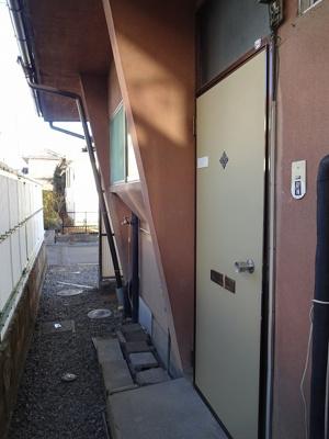 玄関外 洗濯機置場