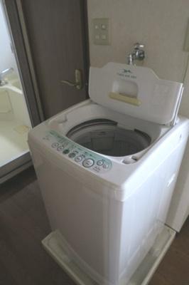 洗濯機と冷蔵庫が付いています。