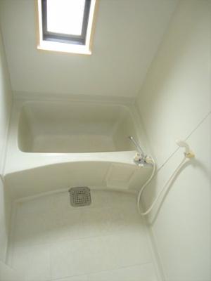 浴室に窓付