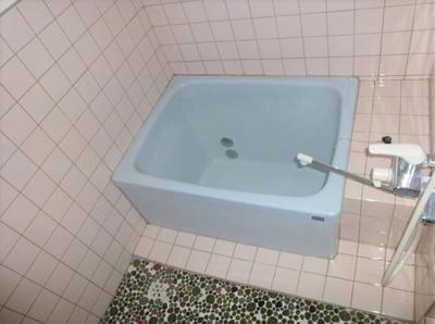 日々の疲れを癒すお風呂付です