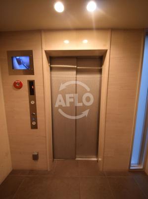 プレサンスタワー難波WEST(プレサンスタワー難波ウエスト) エレベーターは高層階と低層階に分かれてます