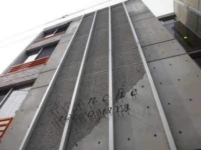 外壁コンクリートのデザイナーズマンションです