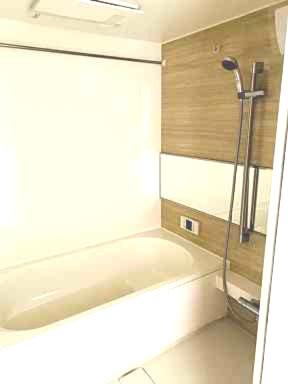 一坪の広さの落ち着いた空間のお風呂です