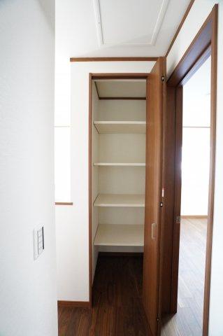 2階ホール収納 季節物の家電や買い置きした日用品等収納するのに便利です。
