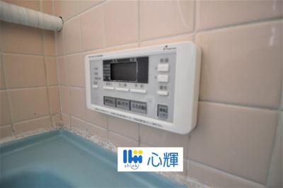 給湯器リモコンです。お風呂のお湯はりや追い炊きが簡単に出来ます。