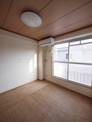 落ち着いた雰囲気の和室※エアコンは残置物です