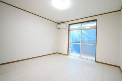 広々とした洋室です 吉川新築ナビで検索