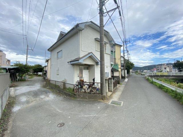 【前面道路含む現地写真】平塚市根坂間中古戸建