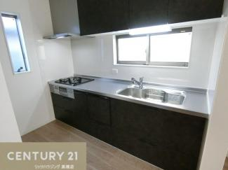 食洗器付きパナソニック製のキッチンです。 調理スペースもしっかり確保されていますね。