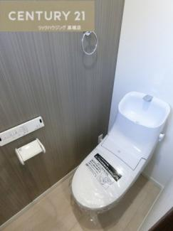 手洗い付き・温水洗浄便座付きトイレ。 お手入れもしやすい形状となっているので お掃除の時間も短縮できますね。