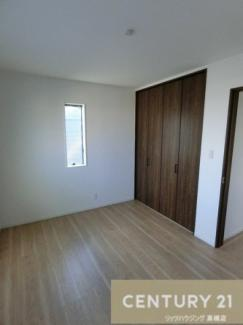3階洋室、約6.25帖のお部屋にはクローゼットを完備しています。