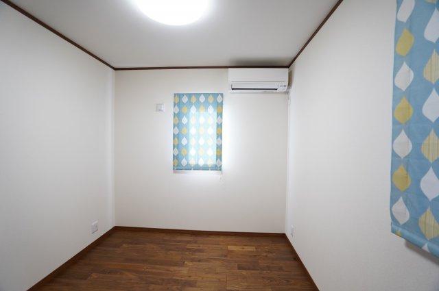 5.2帖 窓が2面あるので採光と通風がいいです。気持ちよく過ごせそうですね。