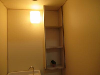 トイレ内の棚です