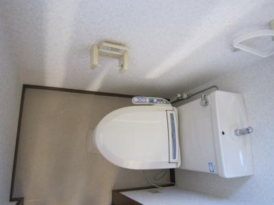 清潔感のある温水洗浄便座です。