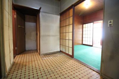 キッチンスペースには浴室があります。