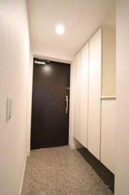 収納もある玄関です 三郷新築ナビで検索