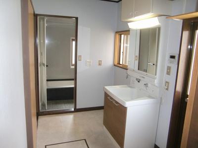 ゆったりとした洗面スペース