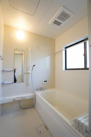 新品交換済みです。一坪サイズの広々した浴槽で、1日の疲れをゆっくり癒したいですね。