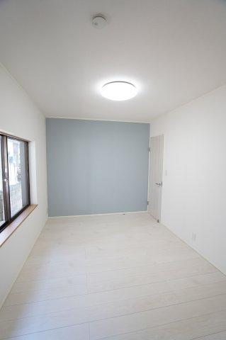 7帖 アクセントクロスを使用し、どんな家具にも合う空間です。
